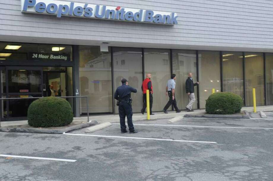 People's United Bank in Riverside was robbed Wednesday, Nov. 16, 2011. Photo: Helen Neafsey / Greenwich Time