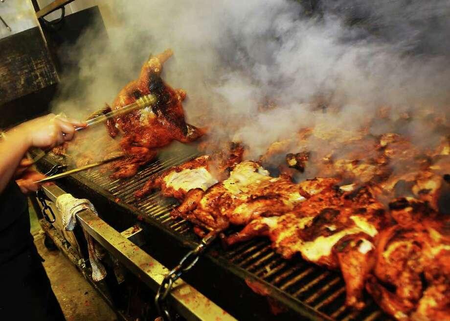 Pollo Regio at 2901 Fredericksburg Road features lunch and dinner chicken specials. Visit elpolloregio.net Photo: Kin Man Hui, SAN ANTONIO EXPRESS-NEWS / San Antonio Express-News