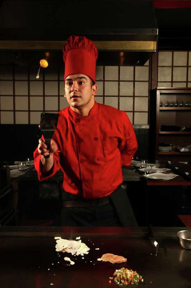 TASTE --Mike Gutierrez, executive chef at Sumo Steakhouse located at 8342 IH-10 West,  works on fried rice, Wednesday, Nov. 9 2011. JERRY LARA/glara@express-news.net Photo: JERRY LARA, San Antonio Express-News / SAN ANTONIO EXPRESS-NEWS