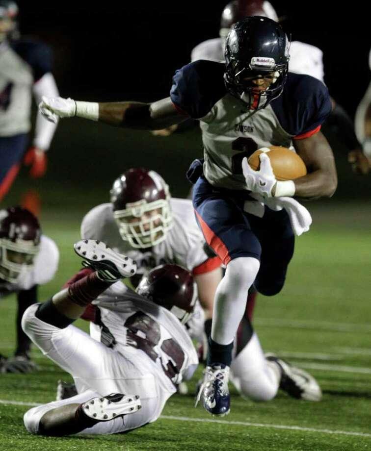 Dawson High School James While makes a 58-yard touchdown run. Photo: Melissa Phillip, Houston Chronicle / © 2011 Houston Chronicle
