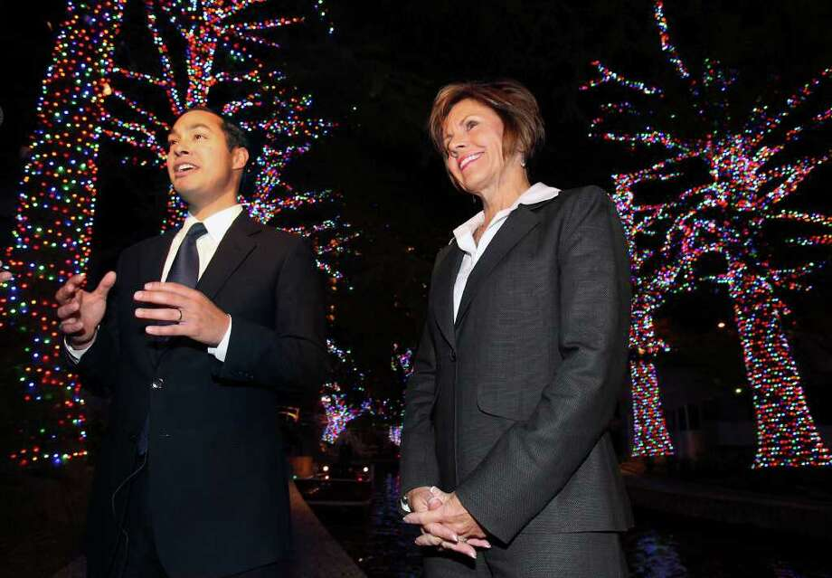 Mayor Julián Castro and City Manager Sheryl Sculley ride a barge and take a peek at the new LED holiday lights on the River Walk  on November 17, 2011. Photo: TOM REEL, SAN ANTONIO EXPRESS-NEWS / © 2011 San Antonio Express-News