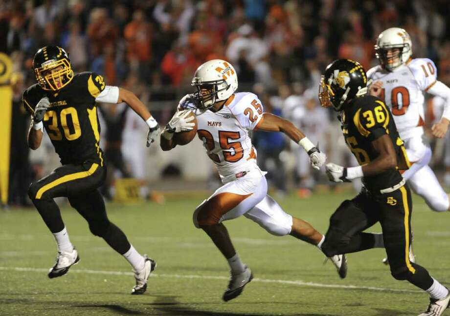 Galen McAllister of Madison (25) runs for yardage as Austin Jupe (30) and Matthew Coleman (36) of East Central give chase during Class 5A Division I football playoffs action at East Central High School on Friday, Nov. 18, 2011. BILLY CALZADA / gcalzada@express-news.net  Madison vs. East Central Photo: BILLY CALZADA, Express-News / gcalzada@express-news.net