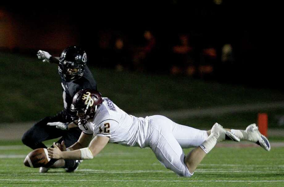 11/11/11: Linebacker Cole Bedford (12) of the Deer Park Deer breaks up a pass intended for running back Adam Saunders (4) of the Pearland Oilers  in an area high school football playoff game at GPISD Stadium in Houston, Texas. Photo: Thomas B. Shea, For The Chronicle / © 2011 Thomas B. Shea