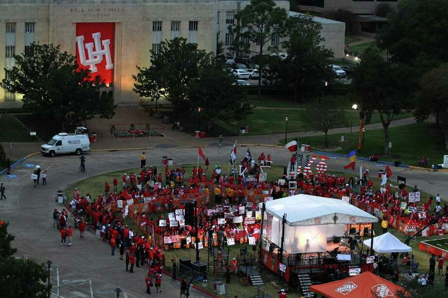 Fans gather at the ESPN College GameDay set early Saturday morning at Cullen Circle on the University of Houston campus. Photo: Thomas B. Shea, For The Chronicle / © 2011 Thomas B. Shea