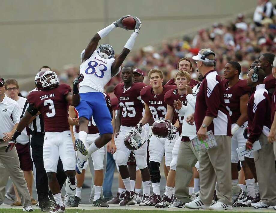 Kansas wide receiver Ed Brown (83) tries to stay inbounds as he reaches out to catch a pass over Texas A&M Aggies defensive back Lionel Smith. Photo: Karen Warren, Houston Chronicle / © 2011 Houston Chronicle