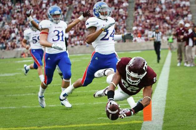Texas A&M Aggies wide receive Dustin Harris (22) dives to score a touchdown during the NCAA football game between the Texas A&M Aggies and Kansas University Jayhawks on Nov. 19, 2011 at Kyle field in College Station, Texas. The Aggies beat KU 61-7. (Patrick T. Fallon/The Dallas Morning News) Photo: Patrick T. Fallon, Staff Photographer / 10011488A
