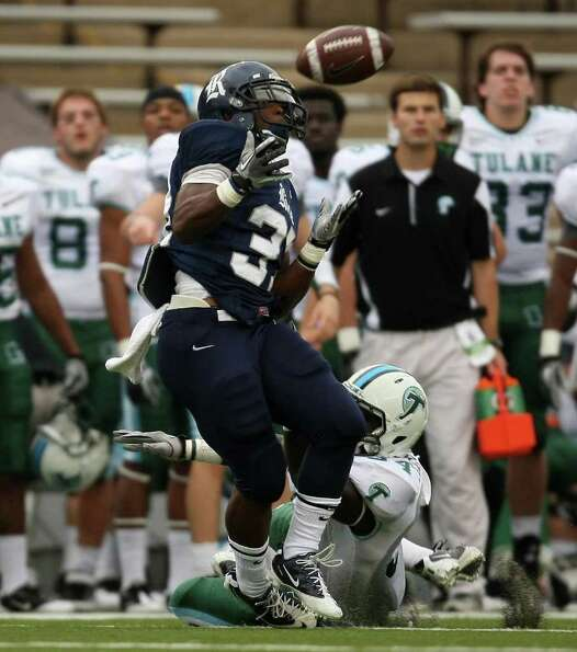 Rice's Tyler Smith (left) makes a reception past Tulane's Darryl Farley during the first half of a C