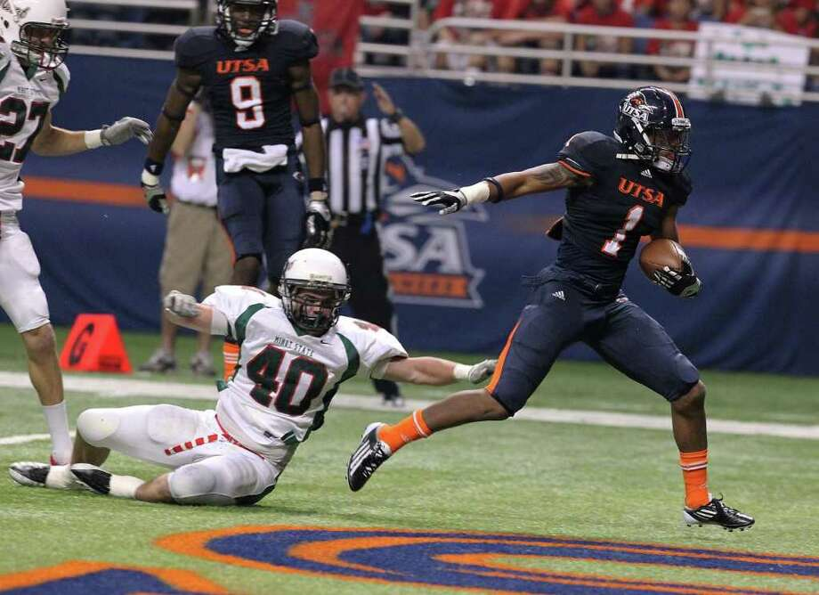 UTSA's Kam Jones (01) glides into the endzone for a touchdown against Minot's Chad Marshall (40) in the first half at the Alamodome on Saturday, Nov. 19, 2011. Kin Man Hui/kmhui@express-news.net Photo: Kin Man Hui, ~ / San Antonio Express-News