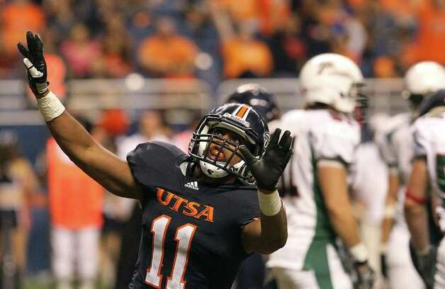 UTSA's David Glasco, II (11) reacts after scoring a touchdown in the second half against Minot at the Alamodome on Saturday, Nov. 19, 2011. UTSA defeated Minot 49-7 for a victory to end their inaugural season. Kin Man Hui/kmhui@express-news.net Photo: Kin Man Hui, ~ / San Antonio Express-News