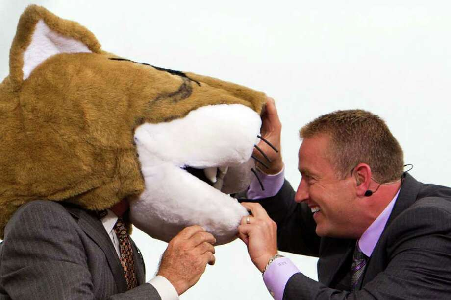 Kirk Herbstreit looks into the mouth of the UH mascot head donned by Lee Corso on the ESPN College GameDay set. Photo: Smiley N. Pool, Houston Chronicle / © 2011  Houston Chronicle