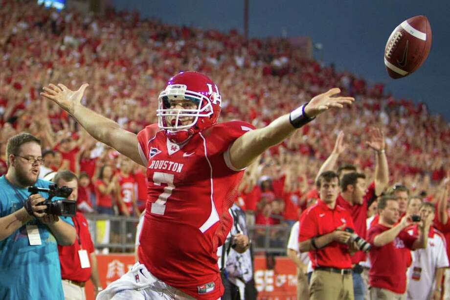 UH quarterback Case Keenum celebrates after a 16-yard touchdown run in the fourth quarter of Saturday's 37-7 victory over SMU. Photo: Smiley N. Pool / © 2011  Houston Chronicle