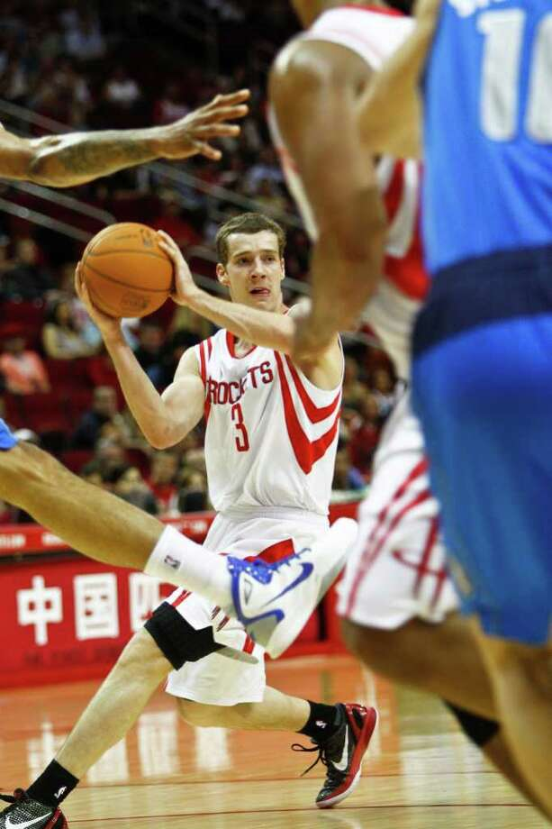 Houston Rockets point guard Goran Dragic (3) looks to make a pass during the first half of the Houston Rockets vs Dallas Mavericks NBA basketball game at the Toyota Center, Monday, April 11, 2011, in Houston. Photo: Michael Paulsen, Chronicle / Houston Chronicle