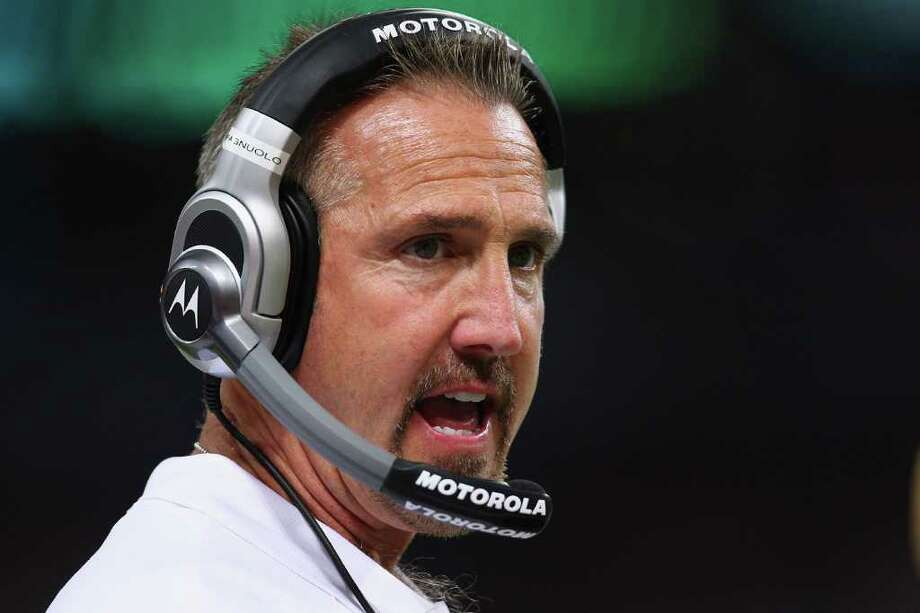 ST. LOUIS, MO - NOVEMBER 20: Head coach Steve Spagnuolo of the St. Louis Rams instructs his team on the sideline against the Seattle Seahawks at the Edward Jones Dome on November 20, 2011 in St. Louis, Missouri. Photo: Dilip Vishwanat, Getty Images / 2011 Getty Images