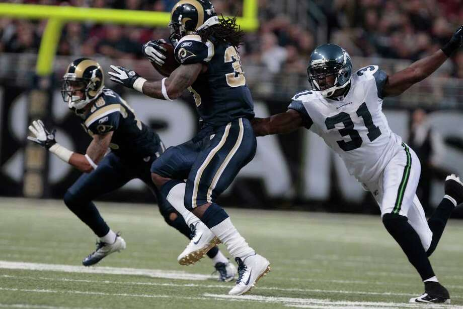 ST. LOUIS, MISSOURI - NOVEMBER 20:  St. Louis Rams running back Steven Jackson #39 runs the ball against Seattle Seahawks safety Kam Chancellor #31in the second half of the game November 20, 2011 at the Edward Jones Dome in St. Louis, Missouri. Photo: Whitney Curtis, Getty Images / 2011 Getty Images