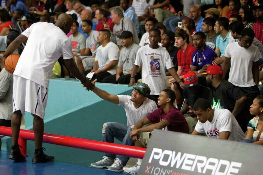 Mike James of the Washington Bullets shakes hands with fans during the Houston Lockout Celebrity Basketball Game game at Delmar Fieldhouse on Sunday, Nov. 20, 2011, in Houston. Photo: Smiley N. Pool, Houston Chronicle / © 2011  Houston Chronicle