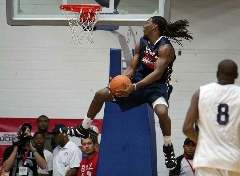 Kenneth Faried of the Denver Nuggets  dunks as Zach Randolph of the Memphis Grizzlies looks on during the Houston Lockout Celebrity Basketball Game game at Delmar Fieldhouse on Sunday, Nov. 20, 2011, in Houston. Photo: Smiley N. Pool, Houston Chronicle / © 2011  Houston Chronicle