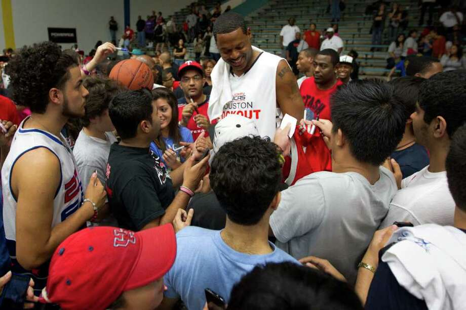 Marcus Camby of the Portland Trailblazers signs autographs for fans following the Houston Lockout Celebrity Basketball Game game at Delmar Fieldhouse on Sunday, Nov. 20, 2011, in Houston. Photo: Smiley N. Pool, Houston Chronicle / © 2011  Houston Chronicle