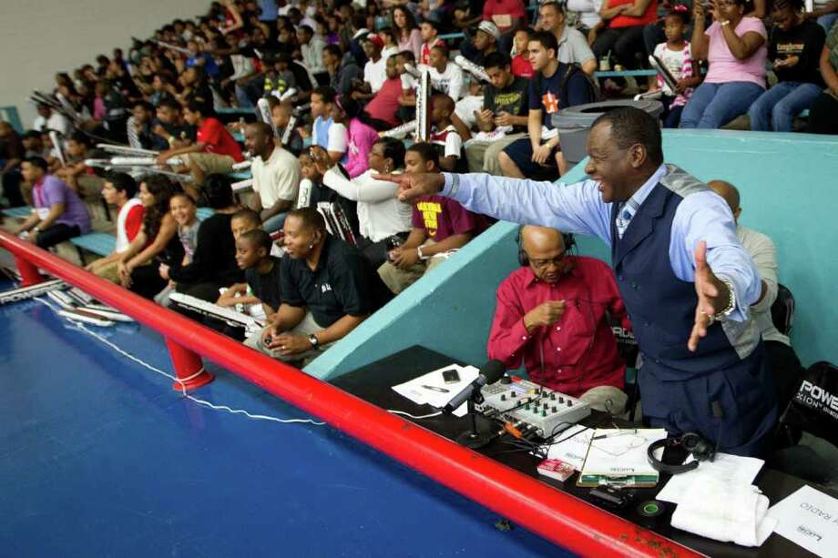 Houston Rockets broadcaster Calvin Murphy points to the teams as the players come out to warm up before the Houston Lockout Celebrity Basketball Game game at Delmar Fieldhouse on Sunday, Nov. 20, 2011, in Houston. Photo: Smiley N. Pool, Houston Chronicle / © 2011  Houston Chronicle