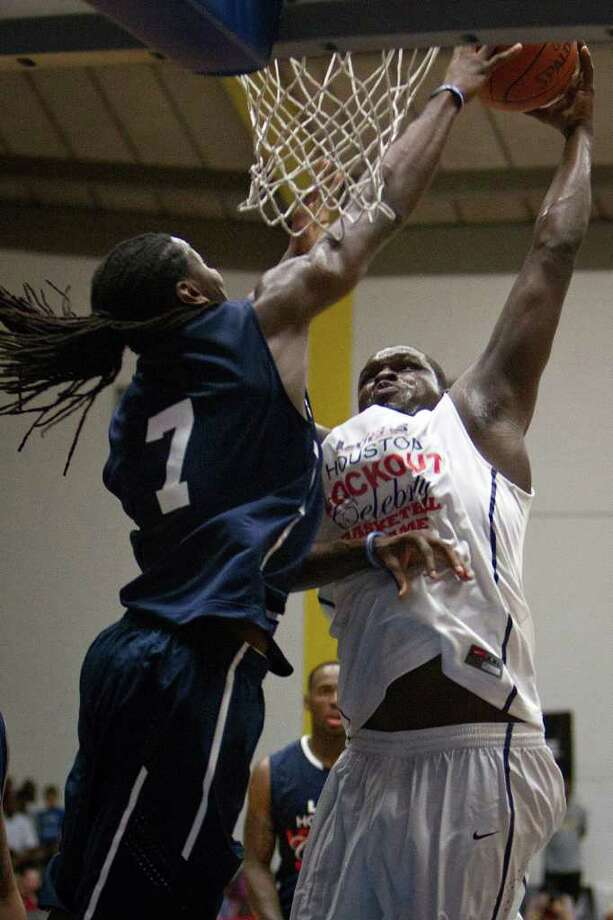 Kenneth Faried of the Denver Nuggets blocks a shot by Zach Randolph of the Memphis Grizzlies during the Houston Lockout Celebrity Basketball Game game at Delmar Fieldhouse on Sunday, Nov. 20, 2011, in Houston. Photo: Smiley N. Pool, Houston Chronicle / © 2011  Houston Chronicle