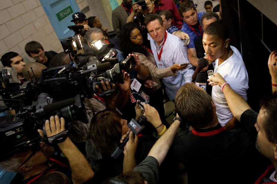 Derrick Rose of the Chicago Bulls is surrounded by media in a locker room before the Houston Lockout Celebrity Basketball Game game at Delmar Fieldhouse on Sunday, Nov. 20, 2011, in Houston. Photo: Smiley N. Pool, Houston Chronicle / © 2011  Houston Chronicle