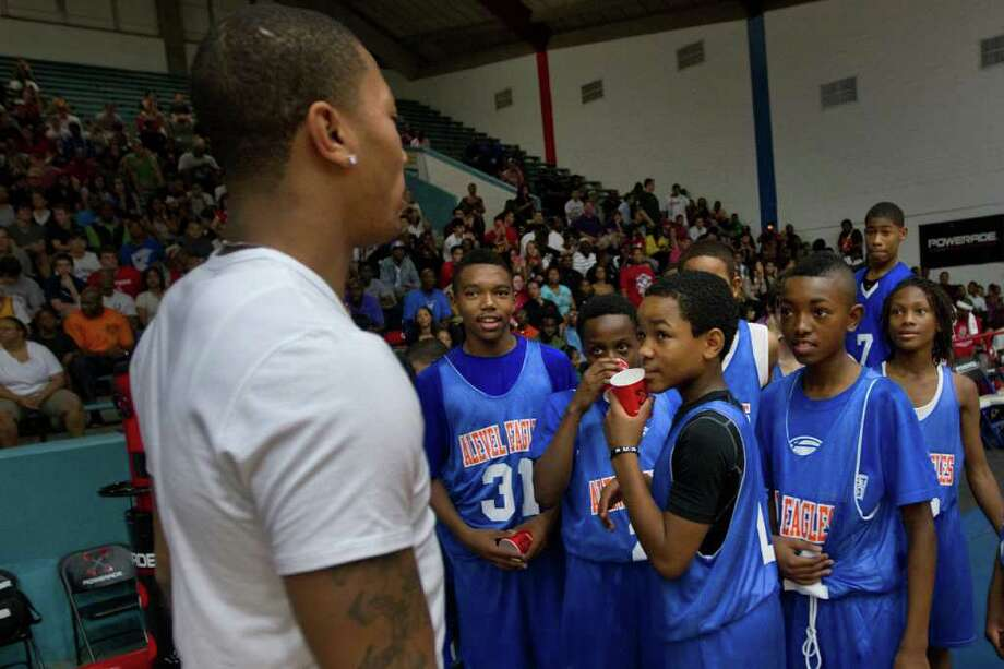 Youth AAU basketball players meet Derrick Rose of the Chicago Bulls before the Houston Lockout Celebrity Basketball Game game at Delmar Fieldhouse on Sunday, Nov. 20, 2011, in Houston. Photo: Smiley N. Pool, Houston Chronicle / © 2011  Houston Chronicle