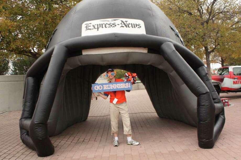 UTSA Game Day Fan Photos - UTSA vs. Minot State – Saturday, November 19, 2011 Photo: Express-News
