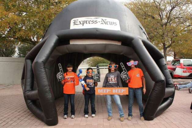 UTSA Game Day Fan Photos - UTSA vs. Minot State – Saturday, November 19, 2011 Photo: Express-News