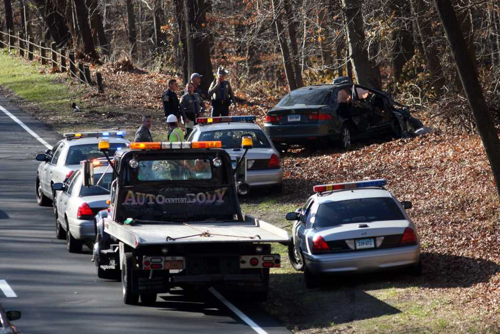 One dead in Merritt crash - Connecticut Post