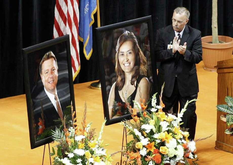 SUE OGROCKI PHOTOS: ASSOCIATED PRESS LIKE FAMILY: Oklahoma State interim coach Jim Littell applauds head coach Kurt Budke and assistant coach Miranda Serna, in photos at left, during a memorial service in Stillwater, Okla., on Monday. Budke, Serena and two others died in a plane crash Thursday. Photo: Sue Ogrocki / AP