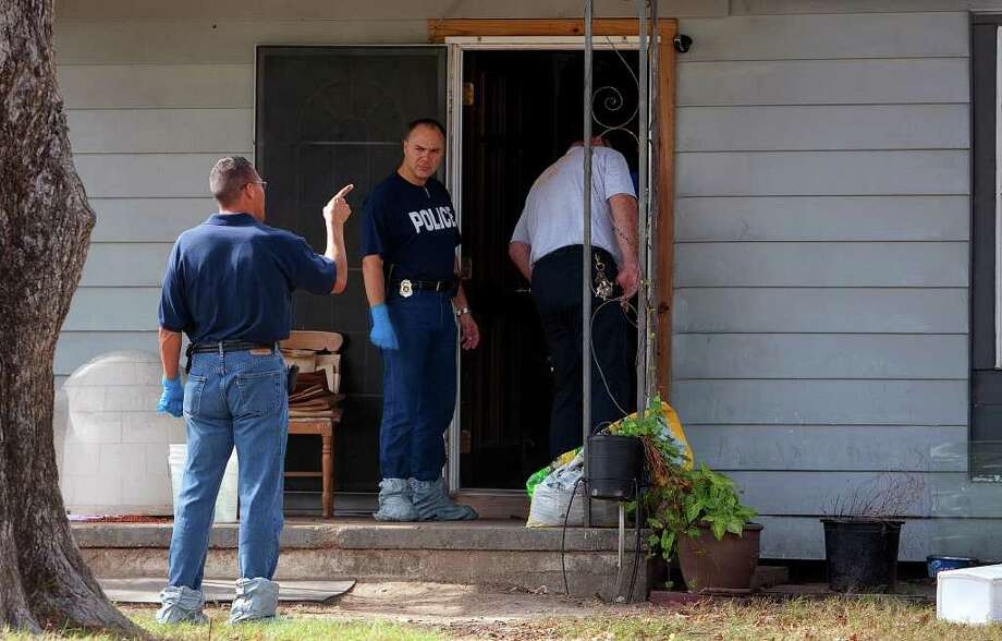 CODY DUTY : CHRONICLE CRIME SCENE: Police investigate the shooting of a teenager and her father Monday in Texas City. The two were allegedly killed by a pair of ski mask-wearing robbers in their home. Photo: Cody Duty / © 2011 Houston Chronicle