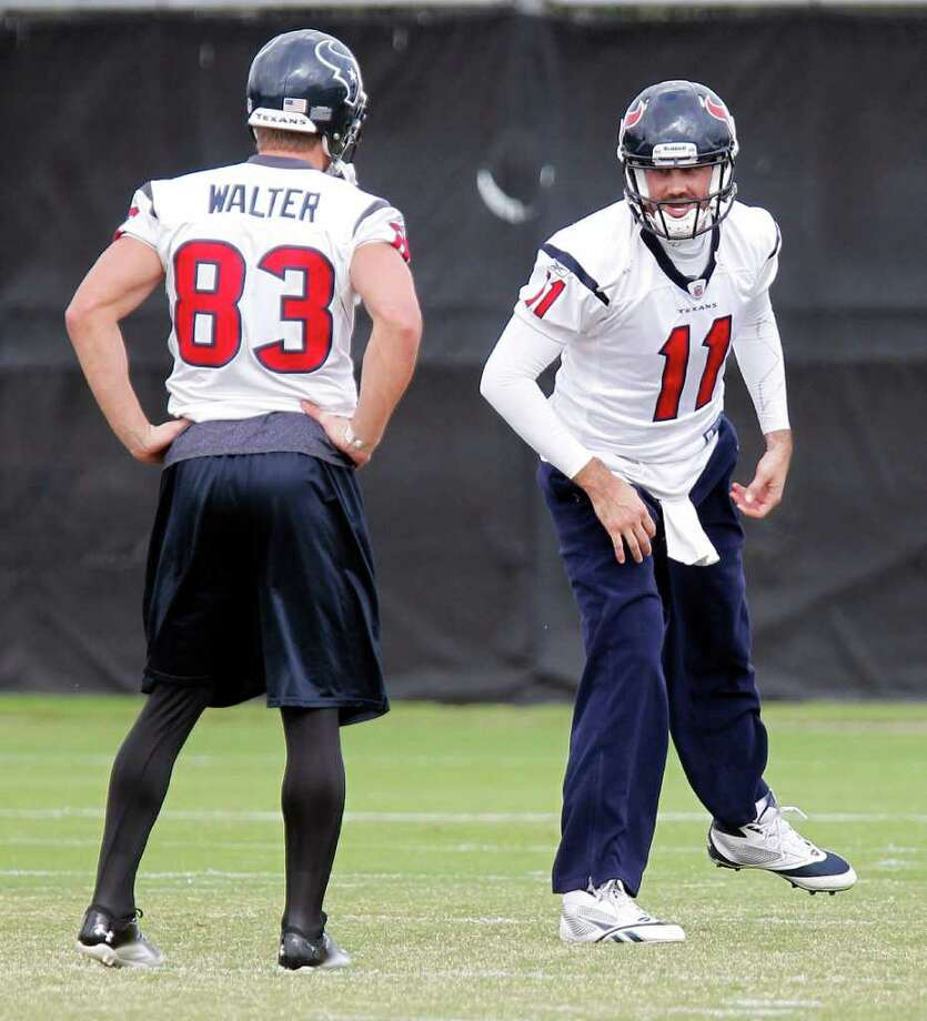 James Nielsen: Chronicle GETTING TO KNOW YOU: The Texans hope receiver Kevin Walter left, and quarterback Matt Leinart, shown during a Monday workout, can connect in other ways Sunday at Jacksonville when Leinart starts flinging passes for real. Photo: James Nielsen / © 2011 Houston Chronicle