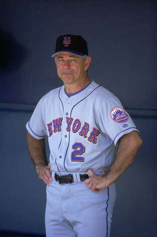 16 Aug 2001:  Manager Bobby Valentine #2 of the New York Mets watching the action from the dugout during the game against the San Diego Padres at Qualcomm Stadium in San Diego, California. Photo: Getty Images / 2010 Getty Images