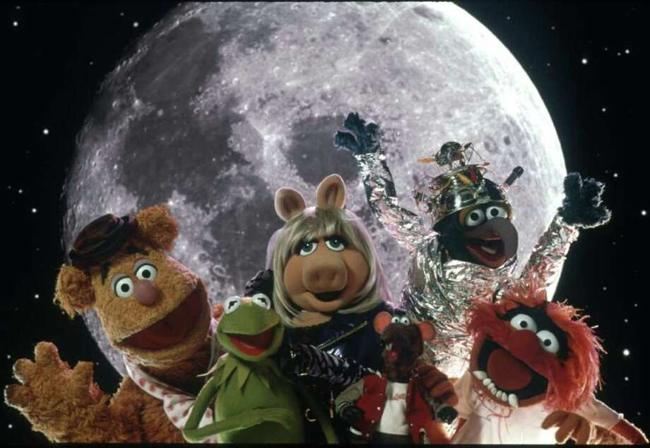 "``MUPPETS FROM SPACE'' - Fozzy Bear, Kermit the Frog, Miss Piggy and others.     HOUCHRON CAPTION (07/14/1999): The new Muppet movie, ``Muppets From Space,"" brings the old gang together for another funny adventure with high-quality jokes.     HOUCHRON CAPTION (12/25/2002):  Muppets Fozzy Bear, Kermit the Frog, Miss Piggy and others are shown in a handout photo from the film ``Muppets From Space'' in 1999. Photo: Nels Israelson / handout/slide"