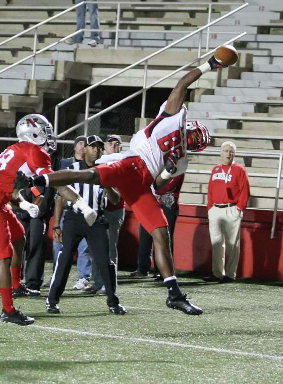 Lamar's J.J. Hayes makes a one-handed catch at Nicholls State on Saturday.