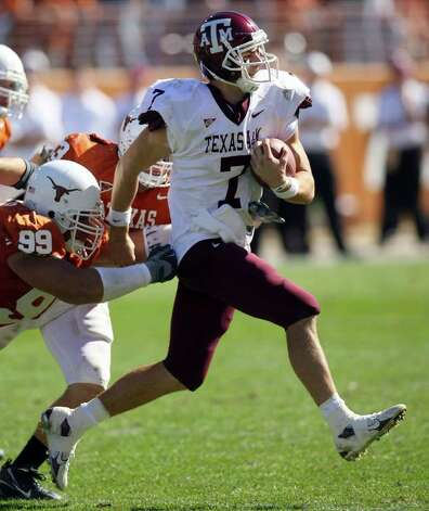 FOR SPORTS - Aggies' Stephen McGee tries to shake the tackle of Longhorns' Roy Miller Friday Nov. 24, 2006 at Texas Memorial Stadium in Austin, Texas. The Aggies went on to win 12-7. PHOTO BY EDWARD A. ORNELAS/STAFF Photo: EDWARD A. ORNELAS, SAN ANTONIO EXPRESS-NEWS / SAN ANTONIO EXPRESS-NEWS