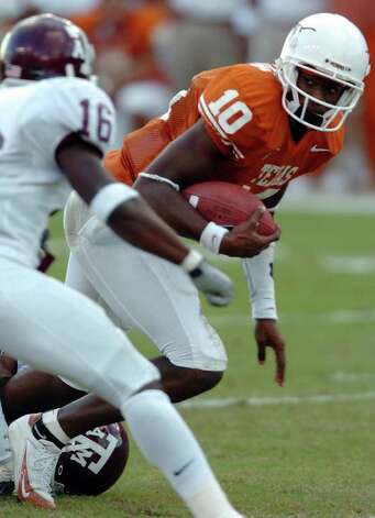 SPORTS - Longhorns quarterback Vince Young looks to run past Aggies defensive back Erik Mayes on a run in the first half Friday, November 26, 2004 at Darrell K. Royal-Texas Memorial Stadium at Jamail Field. BAHRAM MARK SOBHANI Photo: BAHRAM MARK SOBHANI, SAN ANTONIO EXPRESS-NEWS / SAN ANTONIO EXPRESS-NEWS