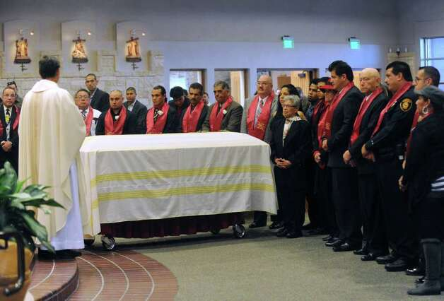Virginia Souza (center), widow of legendary boxing cutman Joseph Souza, stands with family and friends by his casket during his funeral Mass at Resurrection of the Lord Catholic Church on Tuesday, Nov. 22, 2011. Photo: BILLY CALZADA, SAN ANTONIO EXPRESS-NEWS / gcalzada@express-news.net