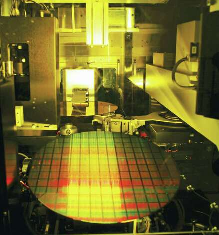 Twelve inch wafer production at Taiwan Semiconductor Manufacturing Co., Ltd (TSMC) Fab 12 facility in Hsinchu, Taiwan. TSMC manufactures semiconductors for various clients, including Advanced Micro Devices, and is viewed as the main rival to GlobalFoundries. (Taiwan Semiconductor Manufacturing Co., Ltd) / Taiwan Semiconductor Manufacturing Co., Ltd