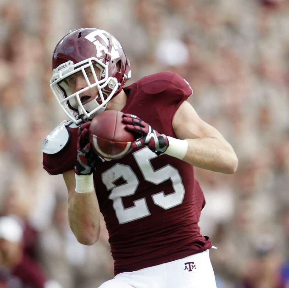 Texas A&M Aggies wide receiver Ryan Swope (25) catches a touchdown pass during the first half of the college football game at Texas A&M, Nov. 19, 2011. Texas A&M was leading Kansas 44-0 at the half. Photo: Karen Warren, Houston Chronicle / © 2011 Houston Chronicle
