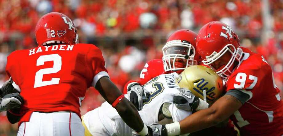 Coach Tony Levine expects defensive lineman like Eric Braswell (97) to step up as the season winds down. Photo: Nick De La Torre, Houston Chronicle / © 2011 Houston Chronicle