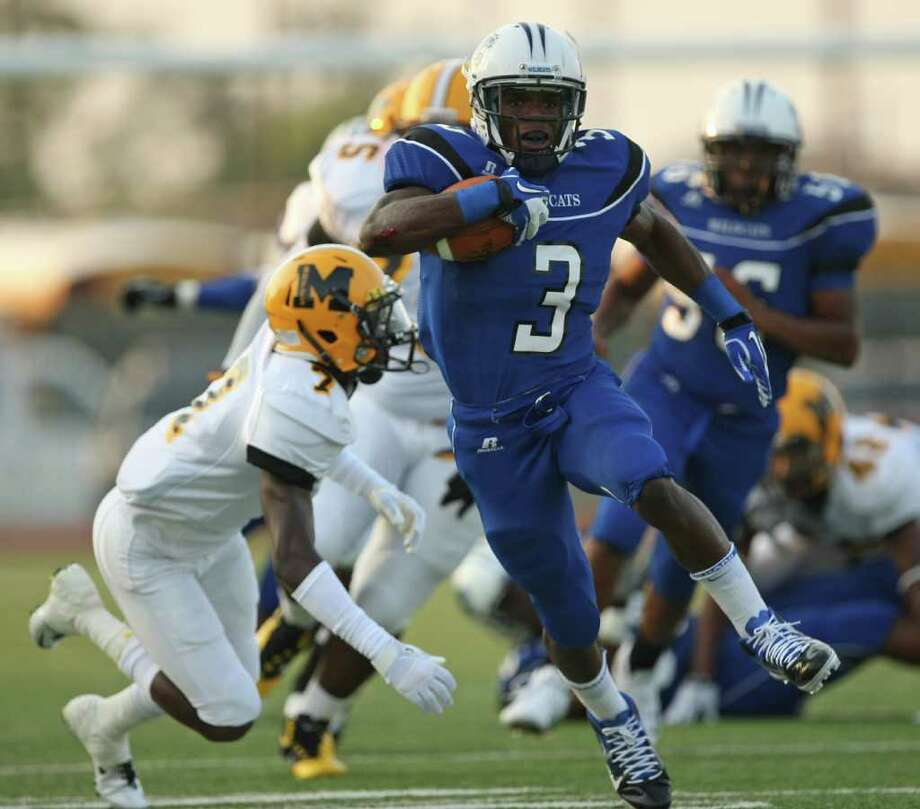 1. Trey Williams, Dekaney Dekaney vs. Longview, 2 p.m. Saturday, Corsicana Williams has 3,028 yards and 35 touchdowns on the season. He broke the 3,000 mark last week when he had 250 yards and four touchdowns in a 48-10 win over Pflugerville. Photo: ERIC CHRISTIAN SMITH, FOR THE CHRONICLE
