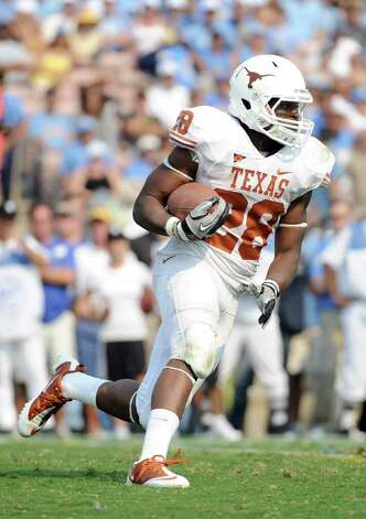 Malcolm Brown #28 of the Texas Longhorns takes a handoff against the UCLA Bruins at Rose Bowl on September 17, 2011 in Pasadena, California. Photo: Harry How, Getty Images / 2011 Getty Images