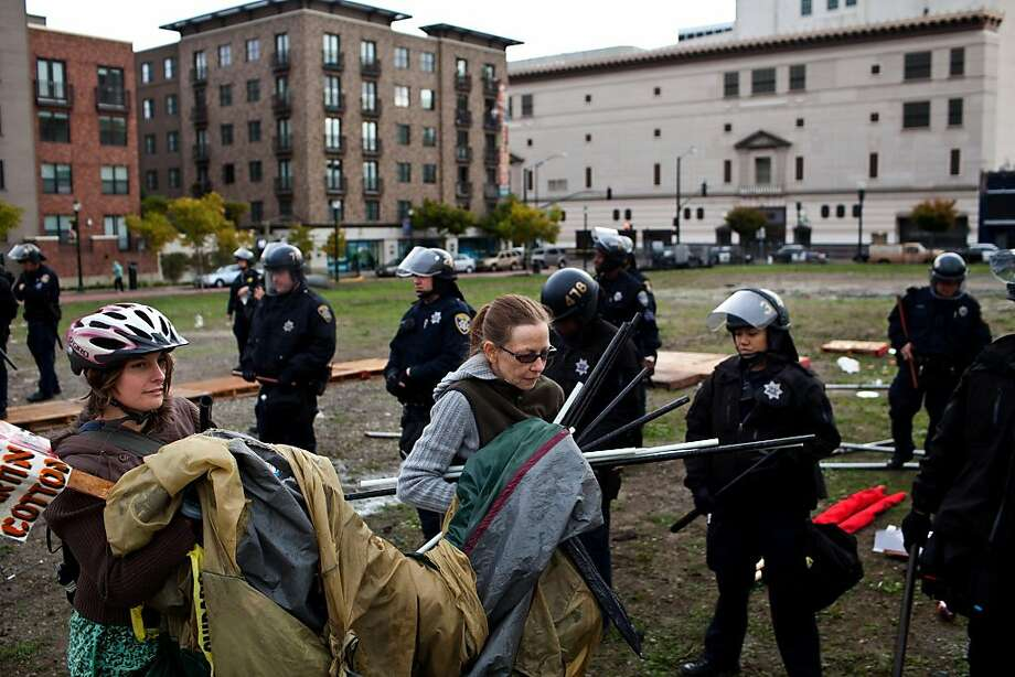 Protesters scramble to pack up their belongings before the 20 minute eviction deadline expires. Around 8 am, a few dozen OPD officers in riot gear came to the Occupy Oakland encampment that protesters set up Saturday night in the Uptown neighborhood at 19th Street and Telegraph Avenue and gave protesters 20 minutes to pack up their tents and leave the park on Sunday, November 20, 2010.    Jason Henry/Special to The Chronicle Photo: Jason Henry, Special To The Chronicle