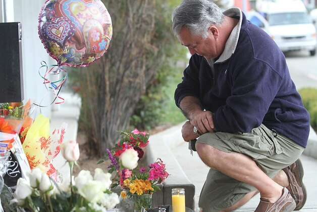 Dennis Meade prays at a memorial for slain police officer James Capoot in front of the police department on Friday, Nov. 18, 2011, in Vallejo, Calif. Capoot was fatally shot by a bank robbery suspect on Thursday. Photo: Mathew Sumner, Special To The Chronicle