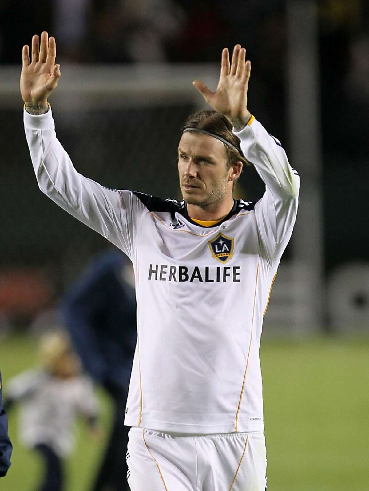 CARSON, CA - NOVEMBER 03: David Beckham #23 of the Los Angeles Galaxy waves to the crowd as he leaves the field after the game against the New York Red Bulls in their Western Conference Semifinal at The Home Depot Center on September 9, 2011 in Carson, California. The Galaxy won 2-1 to advance to the Conference Finals. (Photo by Stephen Dunn/Getty Images)