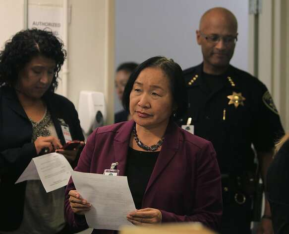 Oakland mayor Jean Quan prepares to update the media on the general strike called by Occupy Oakland with interim police chief Howard Jordan (right) in Oakland, Calif. on Wednesday, Nov. 2, 2011. At left is city administrator Deanna Santana. Photo: Paul Chinn, The Chronicle