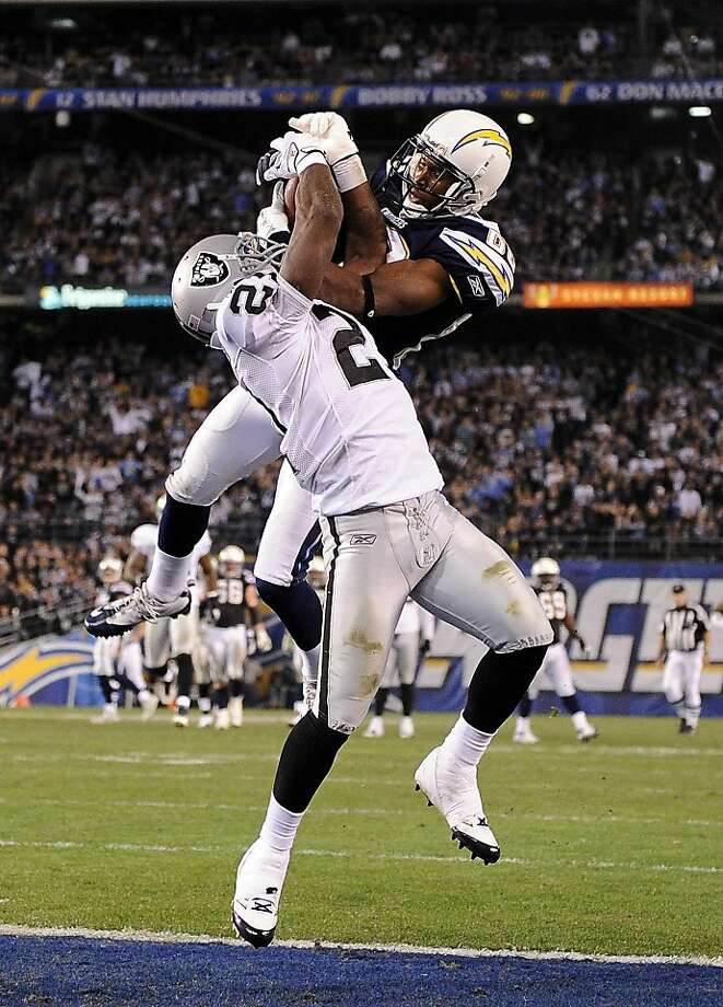 SAN DIEGO, CA - NOVEMBER 10:   Vincent Brown #86 of the San Diego Chargers and Lito Sheppard #21 of the Oakland Raiders catch the ball in the endzone during the third quarter at Qualcomm Stadium on November 10, 2011 in San Diego, California.  The play was ruled an incomplete pass.(Photo by Harry How/Getty Images) Photo: Harry How, Getty Images