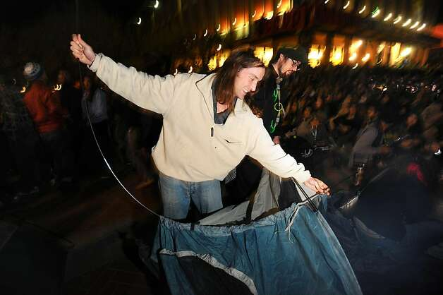 An Occupy Cal protester erects a tent on UC Berkeley's Sproul Plaza to protest education cuts and corporate greed on Tuesday, Nov. 15, 2011, in Berkeley, Calif. Despite police warnings, protesters erected about eight tents in the plaza's center. Photo: Noah Berger, Special To The Chronicle