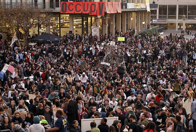 Thousands from Occupy Cal and joined by Occupy Oakland , on Tuesday November 15, 2011 in Berkeley, Ca., gather for a general assembly and rally this afternoon, in front of Sproul Hall on the  UC Berkeley campus. Photo: Michael Macor, The Chronicle