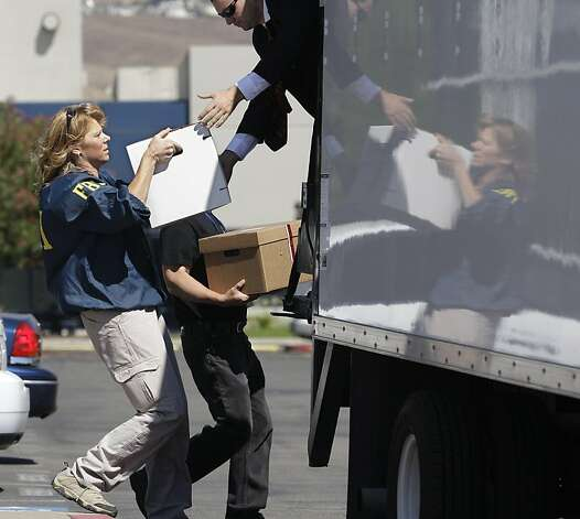 FBI agents carry dozens of boxes of evidence from Solyndra headquarters in Fremont, Calif., Thursday, Sept. 8, 2011. The FBI are executing search warrants at the headquarters of California solar firm Solyndra that received a $535 million loan from the federal government. (AP Photo/Paul Sakuma)  Ran on: 09-30-2011 FBI agents carry boxes of evidence from Solyndra headquarters after executing warrants this month. Photo: Paul Sakuma, AP